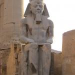 ägypten-luxor-pharaonenstatue